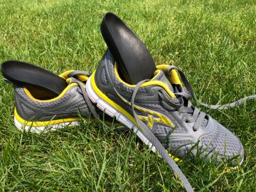Shoe-worn insoles and Knee Osteoarthritis